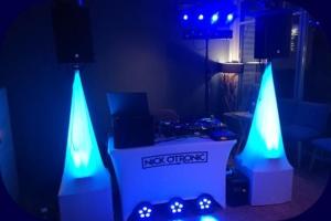 DJ Equipment beim Empfang in Blau
